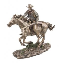 john_wayne_on_horse.jpg